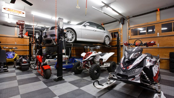 If you had to create a dream garage what would it be like for Cool car garage ideas
